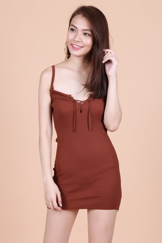 LACED FRONT KNIT DRESS IN CAMEL
