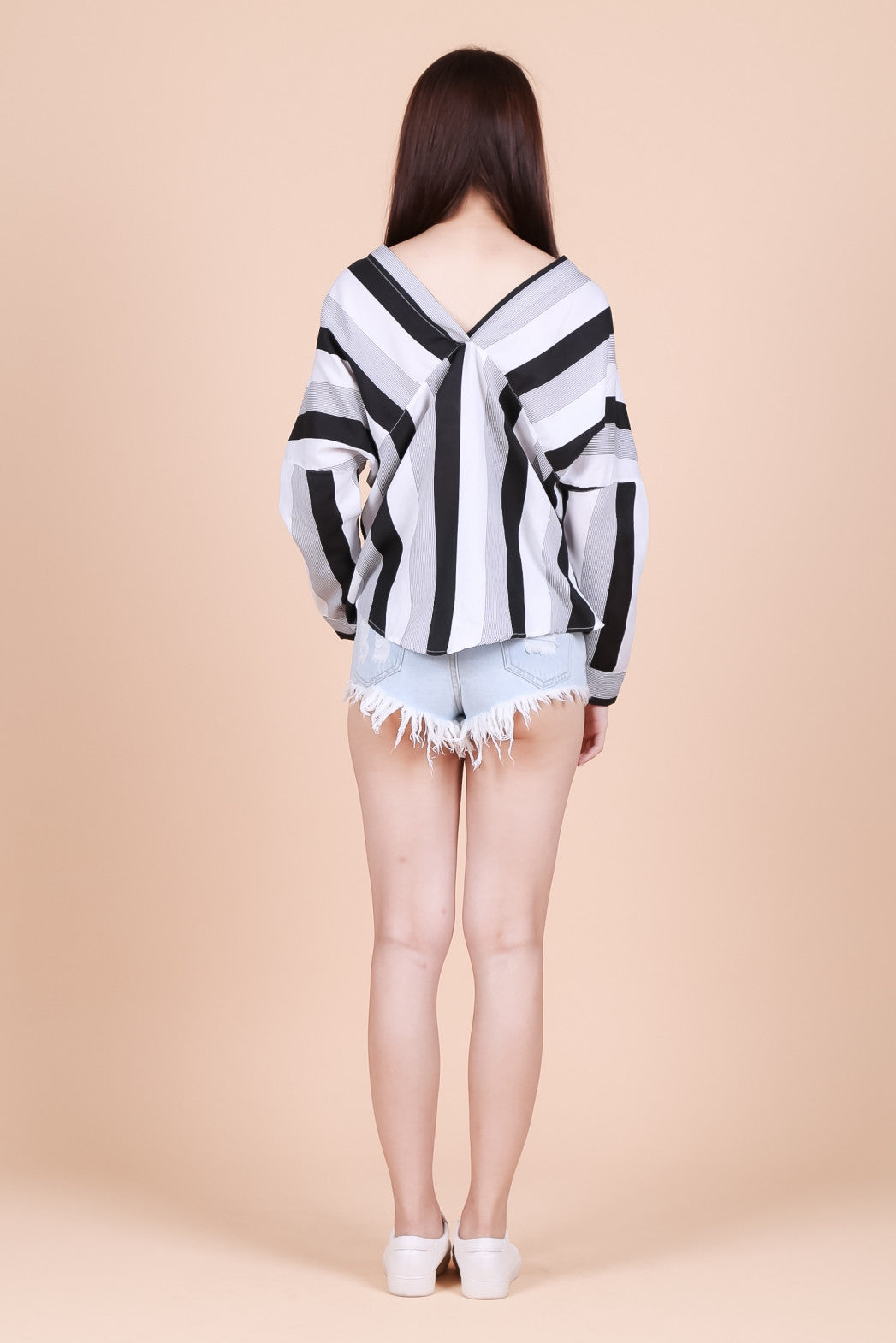 KOREAN STRIPES SHIRT IN BLACK