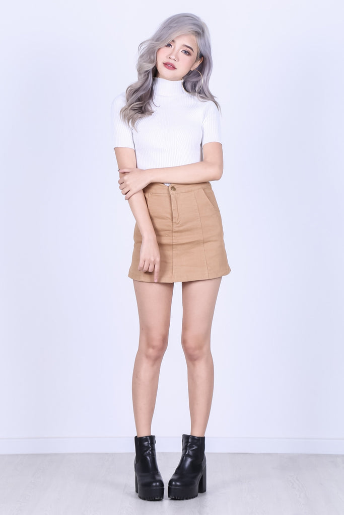 TAKE A CUT DENIM SKORTS IN CAMEL