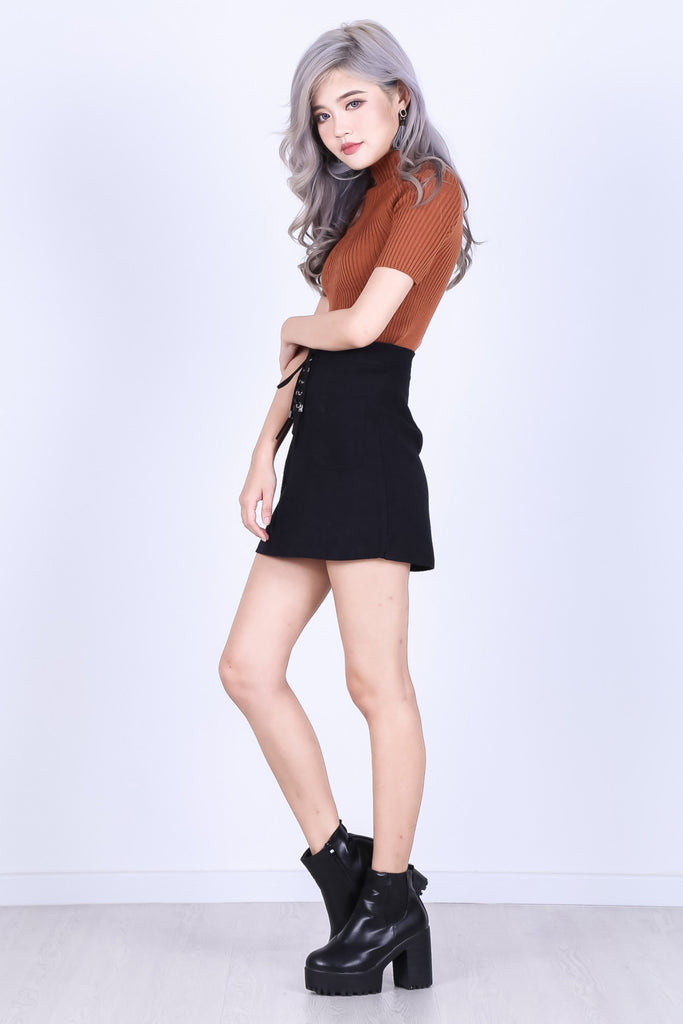 CLOVER SUEDE SKIRT IN BLACK - TOPAZETTE