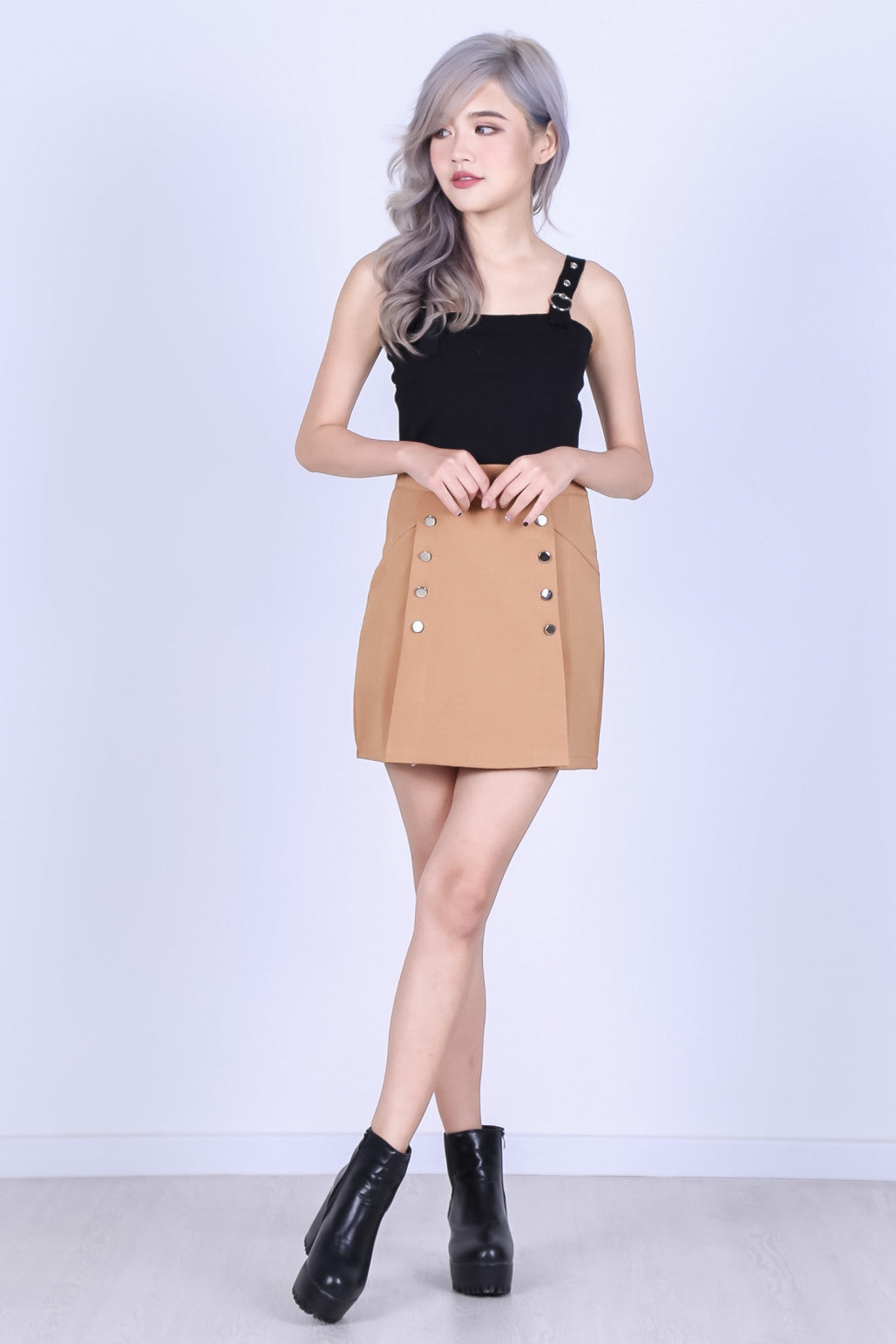 MILITARY DOUBLE ROW SKORTS IN CAMEL - TOPAZETTE
