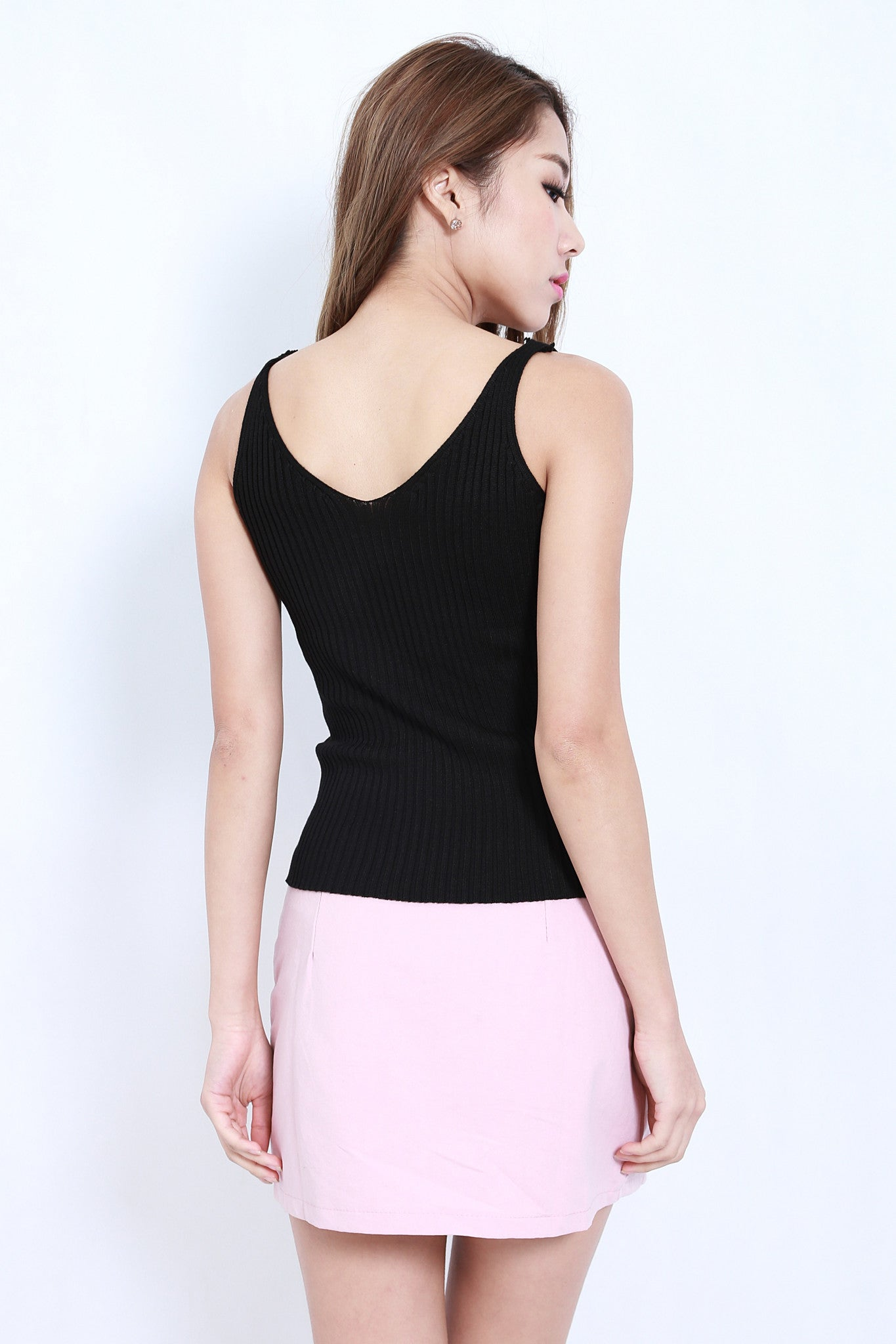 DETAILED KNIT TOP IN BLACK