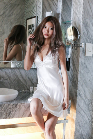LUXE SATIN NIGHT GOWN IN WHITE