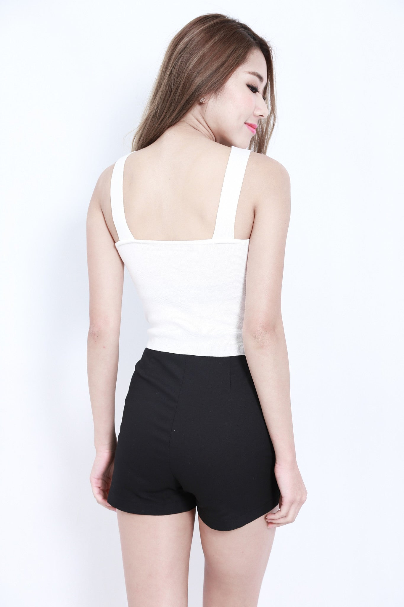UNDERCUT KNIT TOP IN WHITE