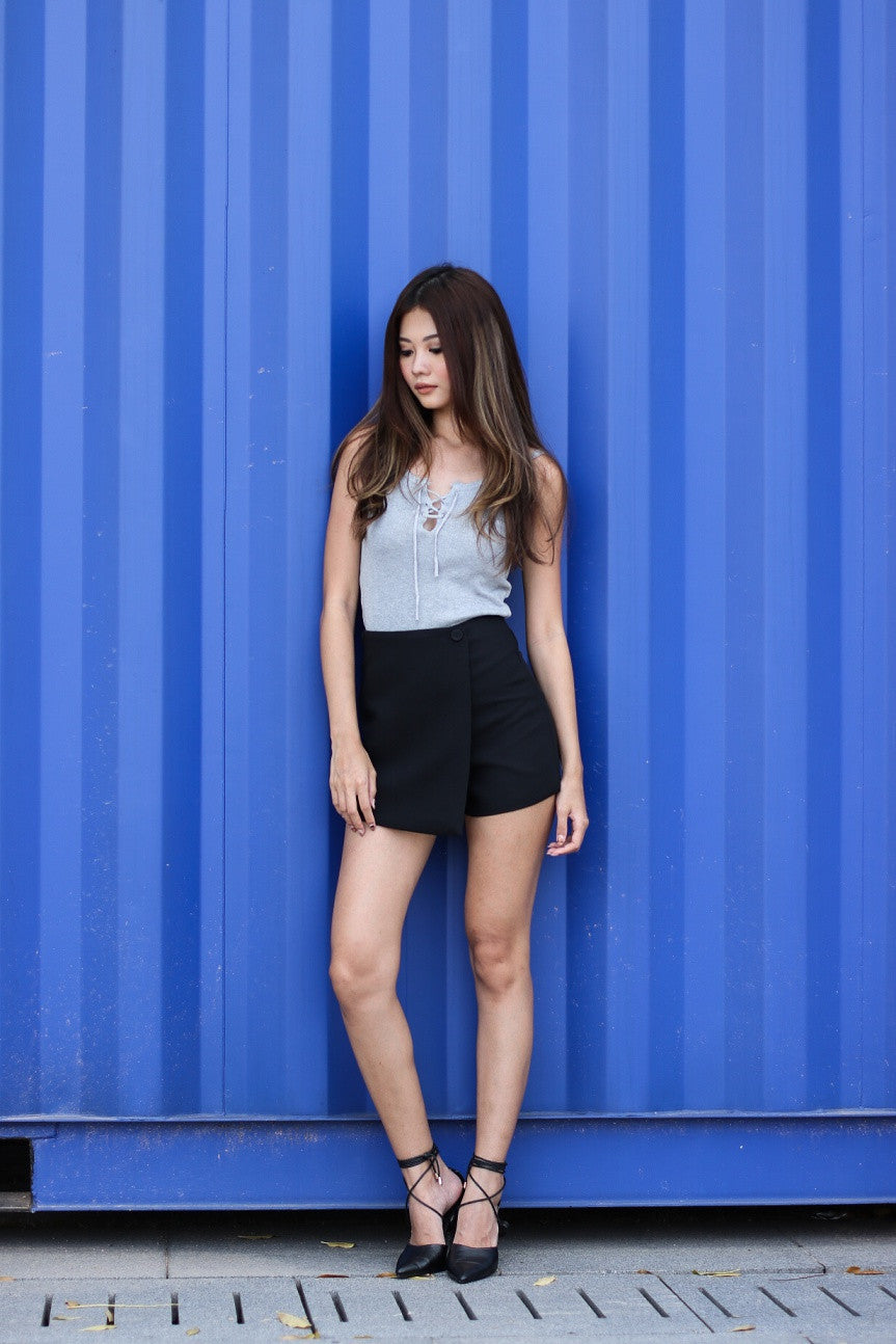 (RESTOCKED) OVERLAP FLAP SKORTS IN BLACK - TOPAZETTE