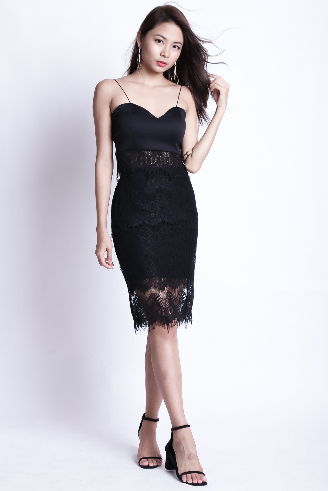 (RESTOCKED) GENESIS LACE MIDI IN BLACK - TOPAZETTE