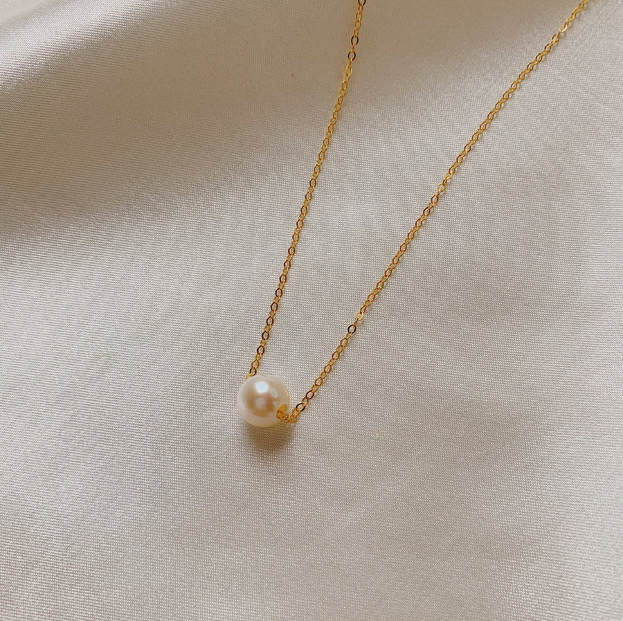 LEONA SINGLE PEARL NECKLACE