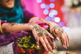 Delicate & Elegant Henna Designs for girls who choose simplicity above everything.
