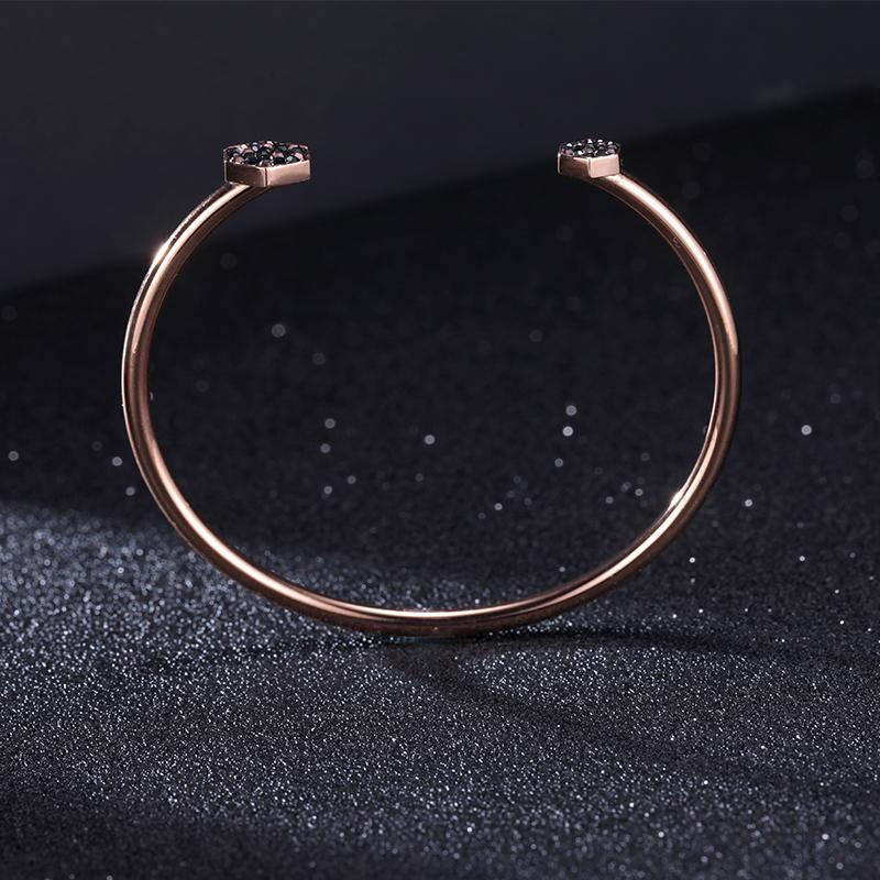 luxurious-women-rose-gold-stainless-steel-bangles