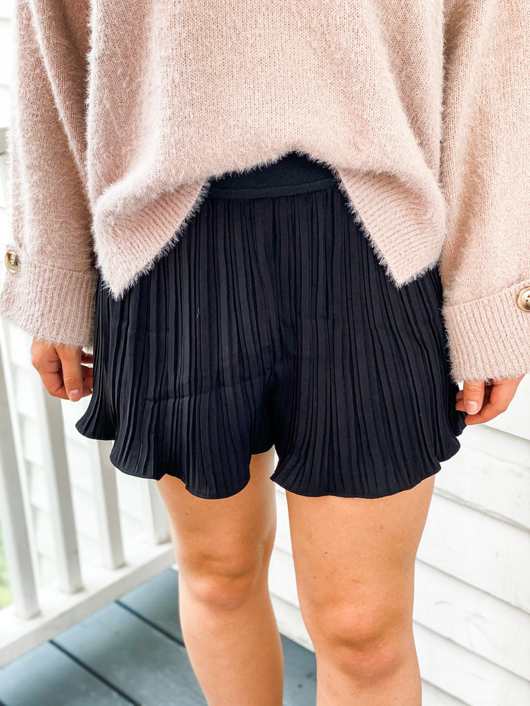 Know What You Mean Pleated Shorts- Black