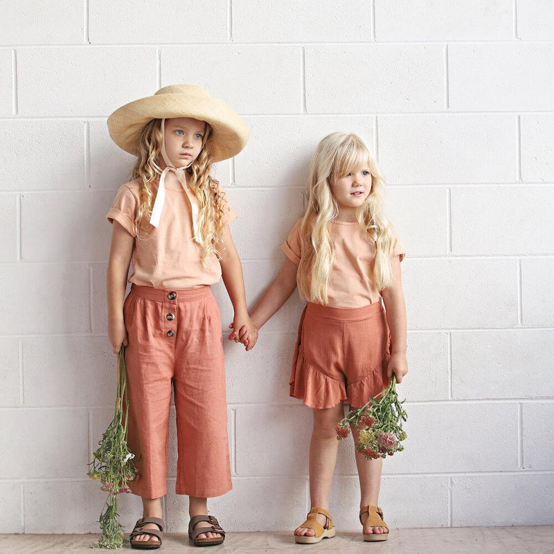 We Roam Flute Shorts Peach | Tiny People