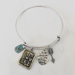 BE BRAVE AND KEEP GOING CHARM - Bracelet