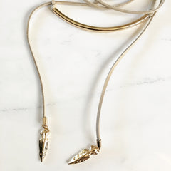 GOLDEN TUBE FEATHER CHARM WRAP AROUND CHOKER - Necklace