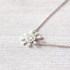 SNOWFLAKE - Necklace