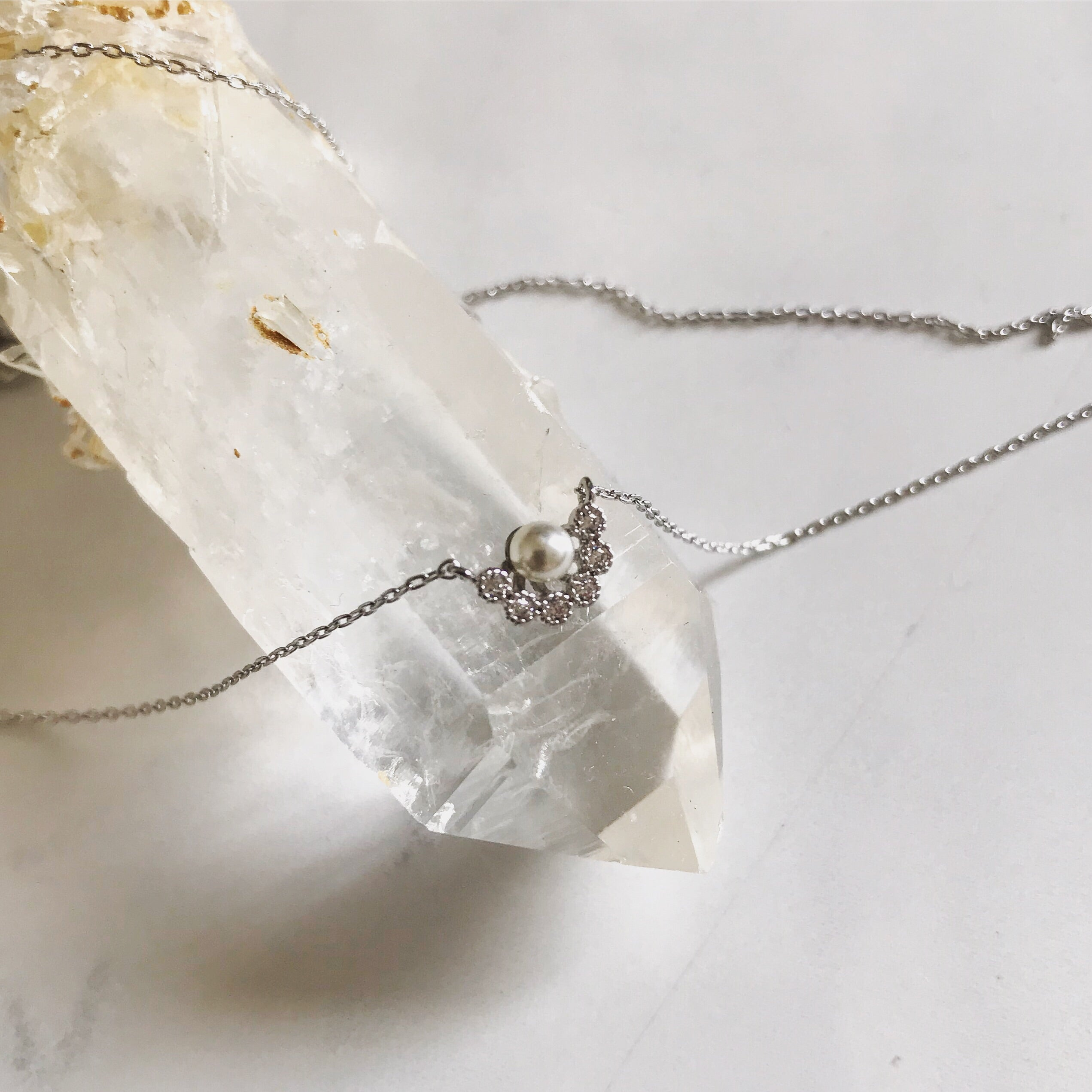 TINY PEARL FLOWER - Necklace