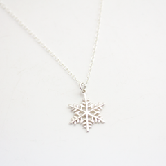 SILVER SNOWFLAKE -NECKLACE