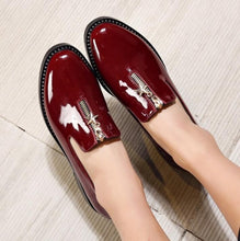 Load image into Gallery viewer, 2017 Flats Patent Leather Oxford Shoes For Women Big Woman Size 33~43 Designer Vintage flat Shoes Pointed Toe Brogue DXM235