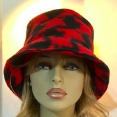 Fleece Cloche Super Soft Hat - Red & Black Houndstooth