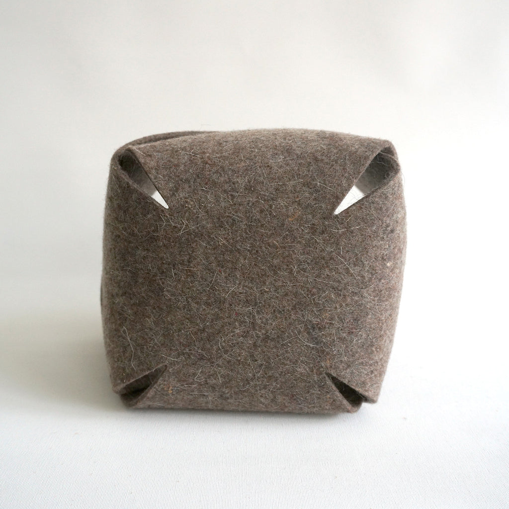 container wool felt | West M | vilt bakje - studio ROWOLD