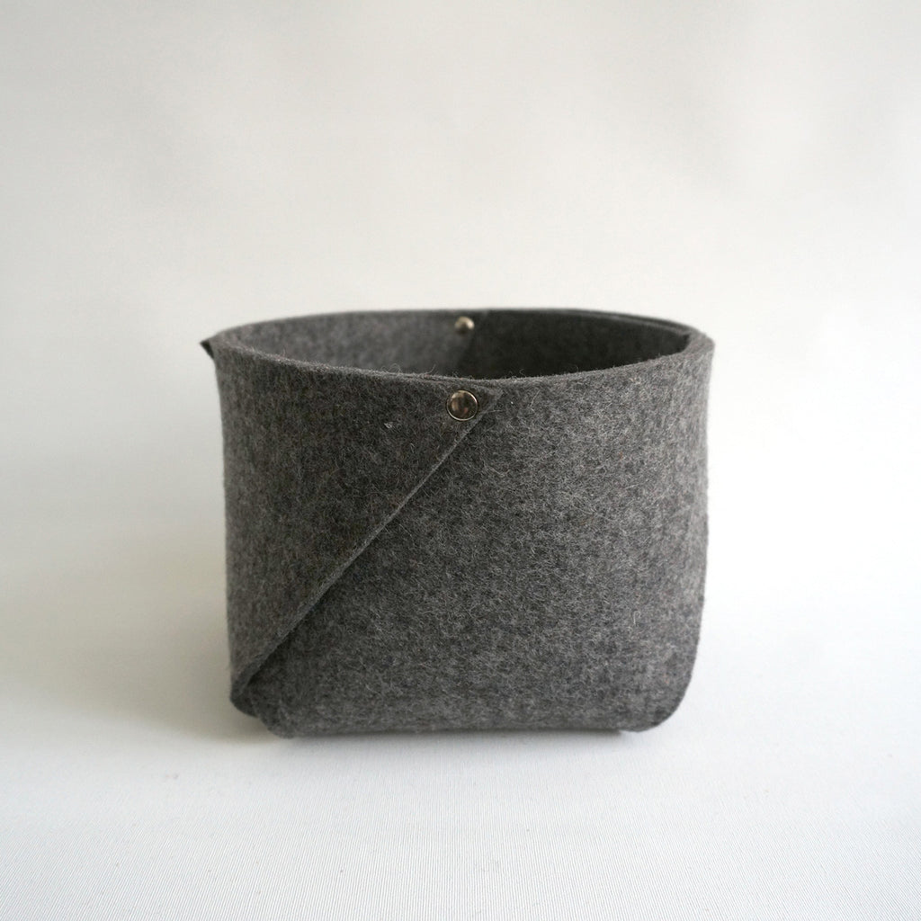 container wool felt | West S | vilt bakje - studio ROWOLD