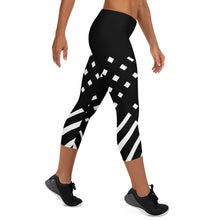 Load image into Gallery viewer, Black and white Capri Leggings