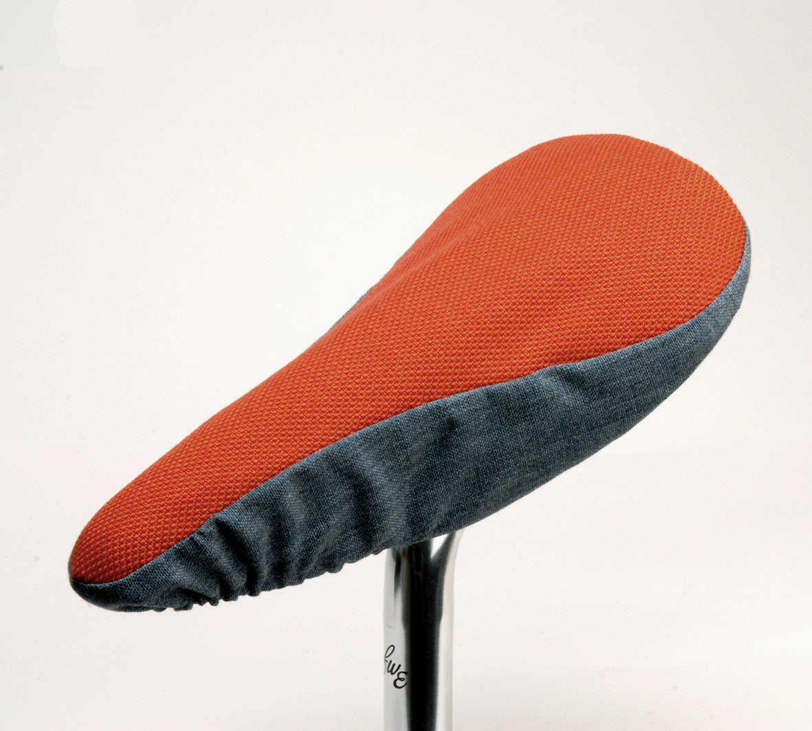 Alan Saddle Cover - Soft Red & Blue