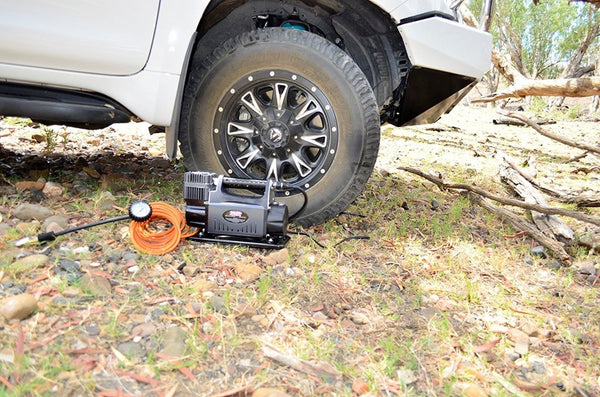 DOBINSONS 4X4 OFF ROAD RAPID TIRE DEFLATOR WITH GAUGE AND POUCH - 4x4 Runners