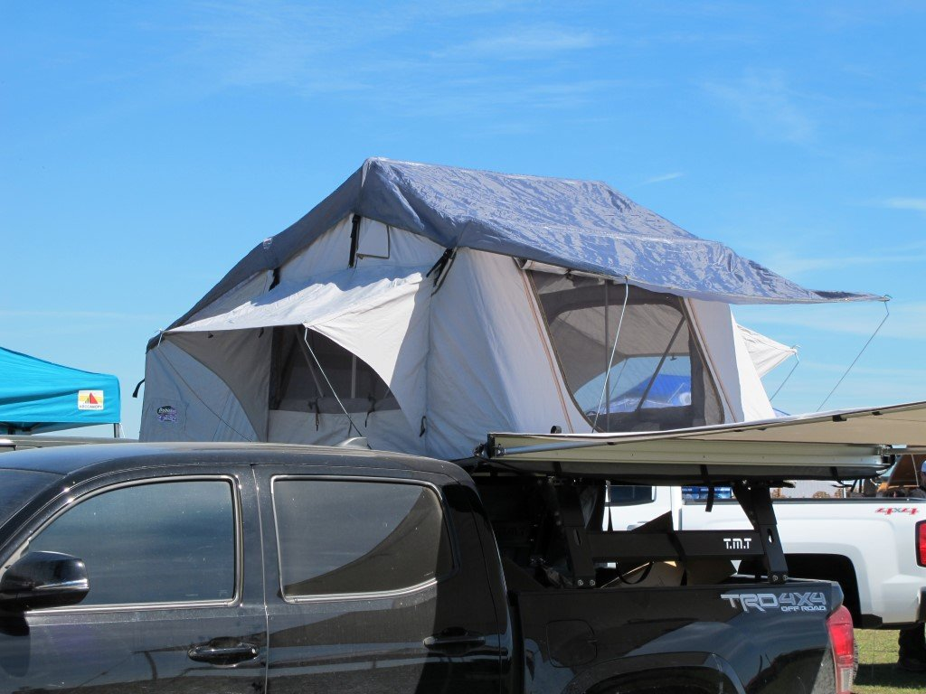 DOBINSONS 4X4 DELUXE ROOF TOP TENT -  WITH CHANGE (ANNEX) ROOM - 4x4 Runners