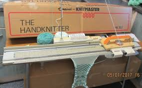 KNITMASTER HK 160 MID GAUGE KNITTING MACHINE