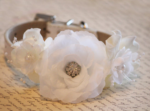 Ivory white wedding dog collar, flowers with Pearls and Rhinestones,Ivory white Wedding accessory, Floral dog collar