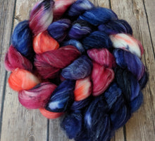 Load image into Gallery viewer, Dusken Glow - superwash merino/silver sparkle fiber