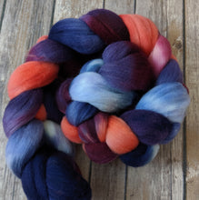 Load image into Gallery viewer, Dusken Glow - targhee fiber