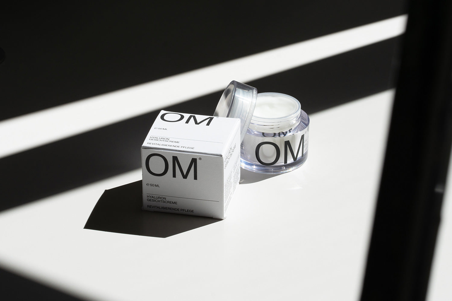 Navarra.is: Visual identity and packaging for OM