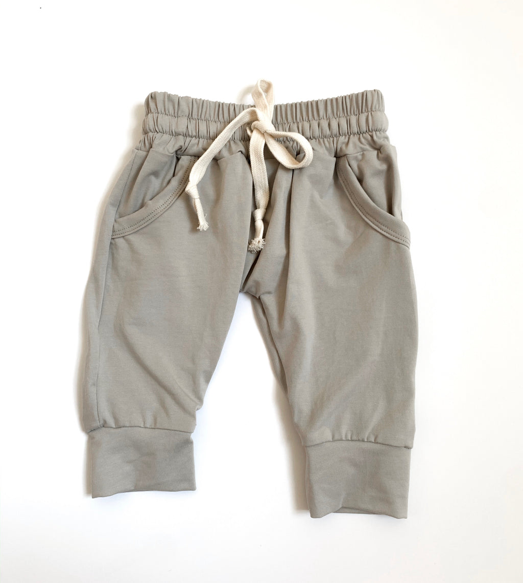Emory joggers in clay