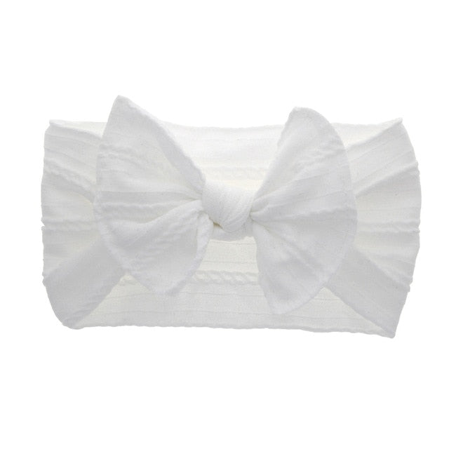 Cable knit bow in white