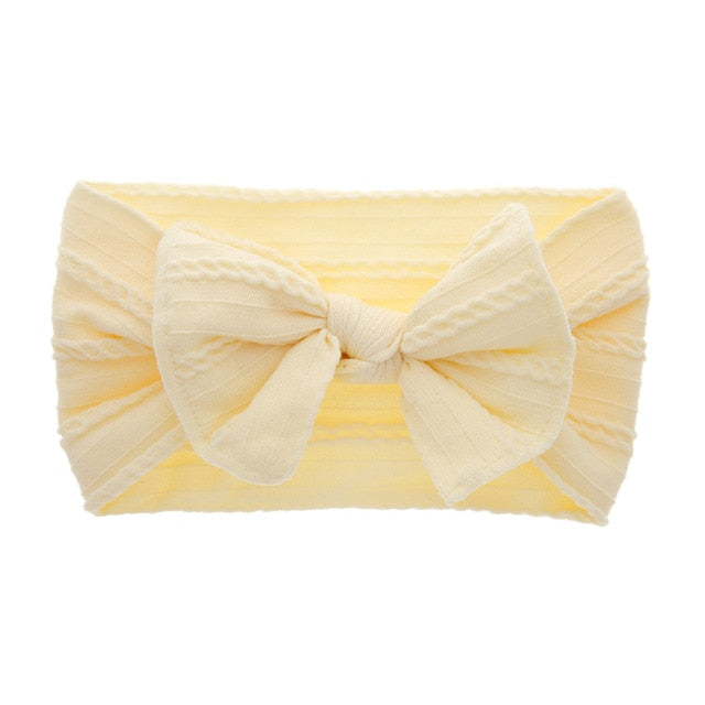 Cable knit bow in beige