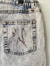 Load image into Gallery viewer, 1990s acid wash high waist stretch cotton vintage jeans L