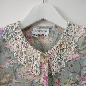 1980s vintage country casual blouse with lace collar S