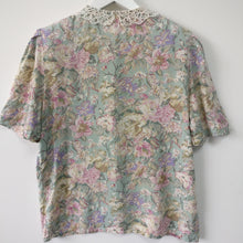 Load image into Gallery viewer, 1980s vintage country casual blouse with lace collar S