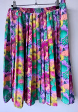 Load image into Gallery viewer, Pastel flower pleated vintage short skirt M/L