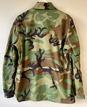 Load image into Gallery viewer, US Army camouflage shirt/jacket M