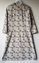 Load image into Gallery viewer, 1960s vintage shift dress S/M