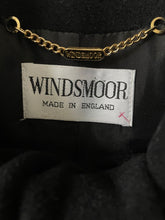 Load image into Gallery viewer, Super soft 1980s vintage Windsmoor short black jacket S/M