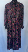 Load image into Gallery viewer, 1970s/1980s long pleated dress M/L