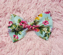 Load image into Gallery viewer, Skylah floral bow