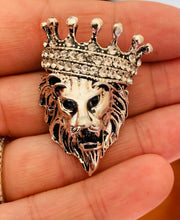 Load image into Gallery viewer, Lion crown lapel pin