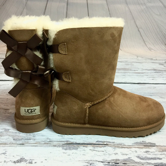 UGG BAILEY BOW SHORT BOOTS IN CHESTNUT - decadenceboutique