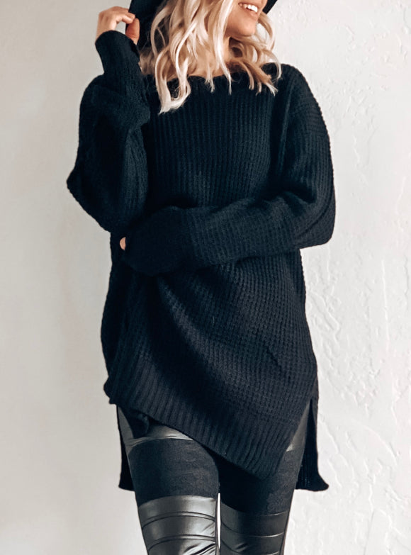 SNUGGLE UP CLOSE OVERSIZED SWEATER IN BLACK