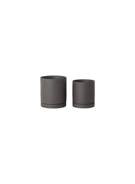 Sekki Plant Pot Charcoal Medium by ferm Living