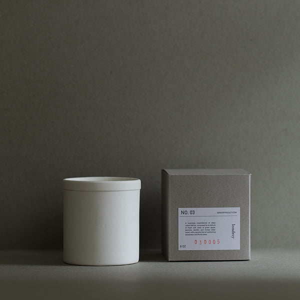 Soy candle Londrey in white by SENSORY FACULTY